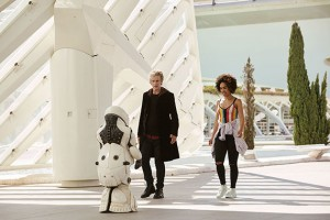 doctor-who-smile-promo-pics-21-e1492491282466